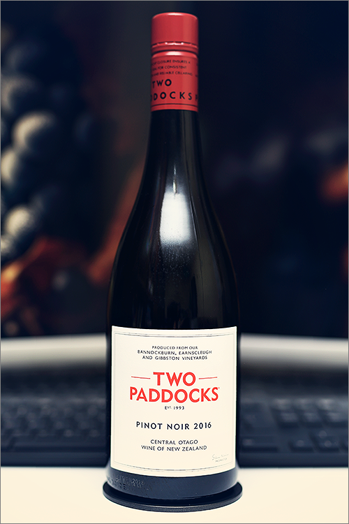 TWO_PADDOCKS_Pinot_Noir_2016